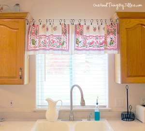 window valance, valance, vintage, vintage valance, found at the thrift, thrifting home decor, DIY, sewing project,